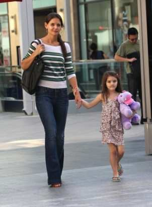 Katie Holmes, with Daughter Suri. Katie has purchased a vacation hoe in midwest