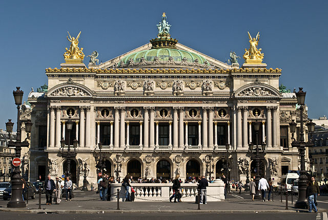 Paris_Opera_full_frontal_architecture,_May_2009