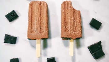 Vegan Chocolate Almond Butter Popsicles | The Vegan Abroad