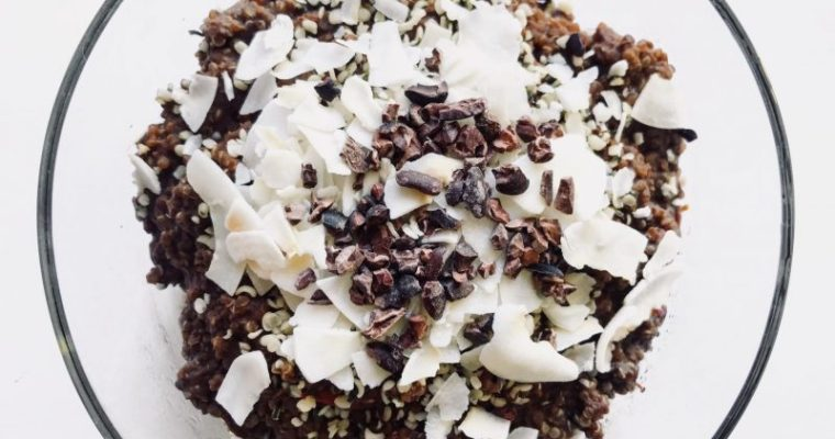 Porridge di quinoa al cioccolato e cocco