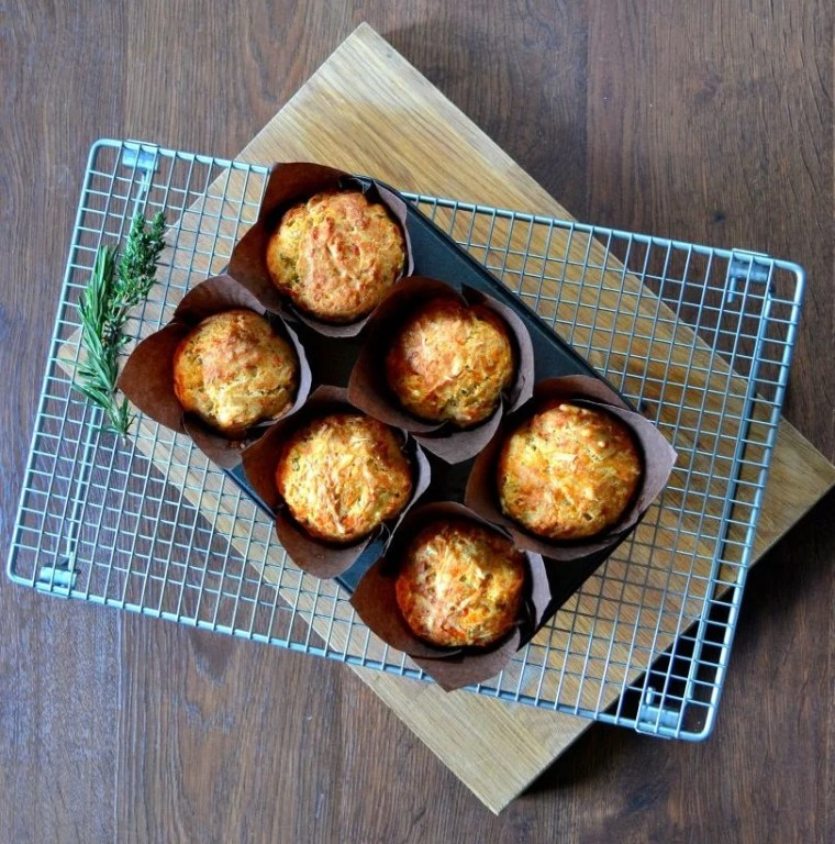 Gruyére and Roasted Garlic Savoury Muffins