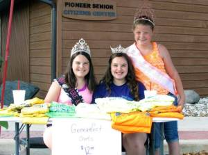 Emilie Eustace, Morgan Mitchell and Makinzy King selling German Fest shirts WEB