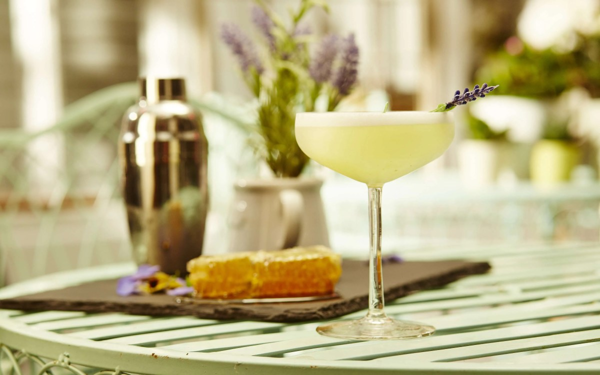 Cocktail Recipe: Lavender Gin Fizz