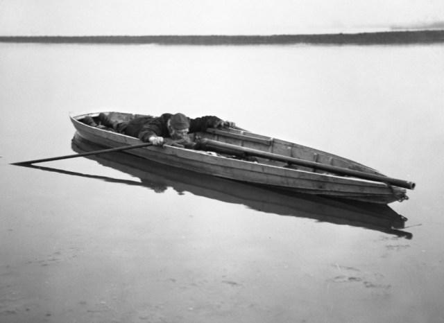 1910. A punt and punt gun.