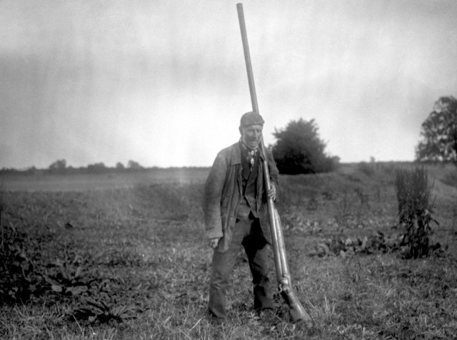 1910. Mr. Snowden Slights with a punt gun.