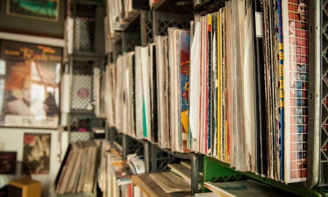 lifetime-collection-of-100000-vinyl-records-up-for-grabs
