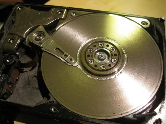 650x488xhard-drive-head-damage.jpg.pagespeed.gp+jp+jw+pj+js+rj+rp+rw+ri+cp+md.ic.3SSImn7tOW