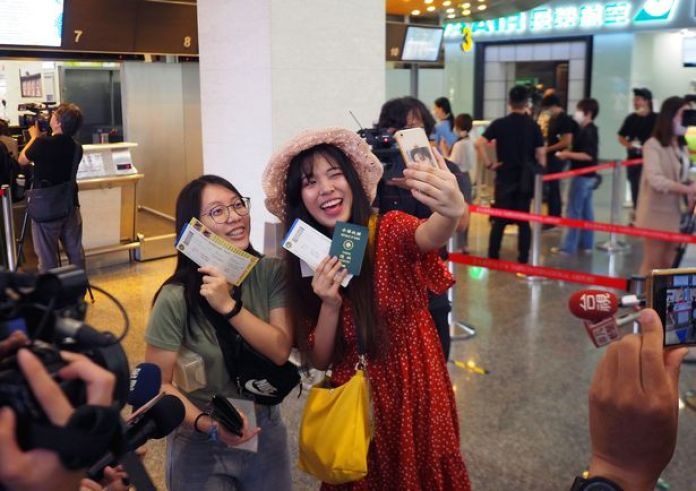 0_Airport-offers-fake-travel-to-ease-peoples-nostalgia-for-flying-abroad-in-Taiwan-Taipei-02-Jul-2