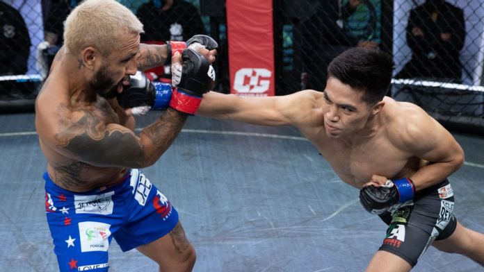 """David """"The Black Spartan"""" Martinez (right) and Francisco Rivera Jr. during their fight on May 30, 2021. Martinez won via KO in the second round to take a Combate Global eight-man bantamweight tournament in Miami. (Combate Global)"""