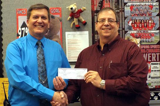 Flagship donates to VWES 4-2015