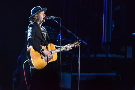 Beck shared some of his family history with the crowd; his great-grandfather drove a street car in Winnipeg and he had met his great aunt prior to the show