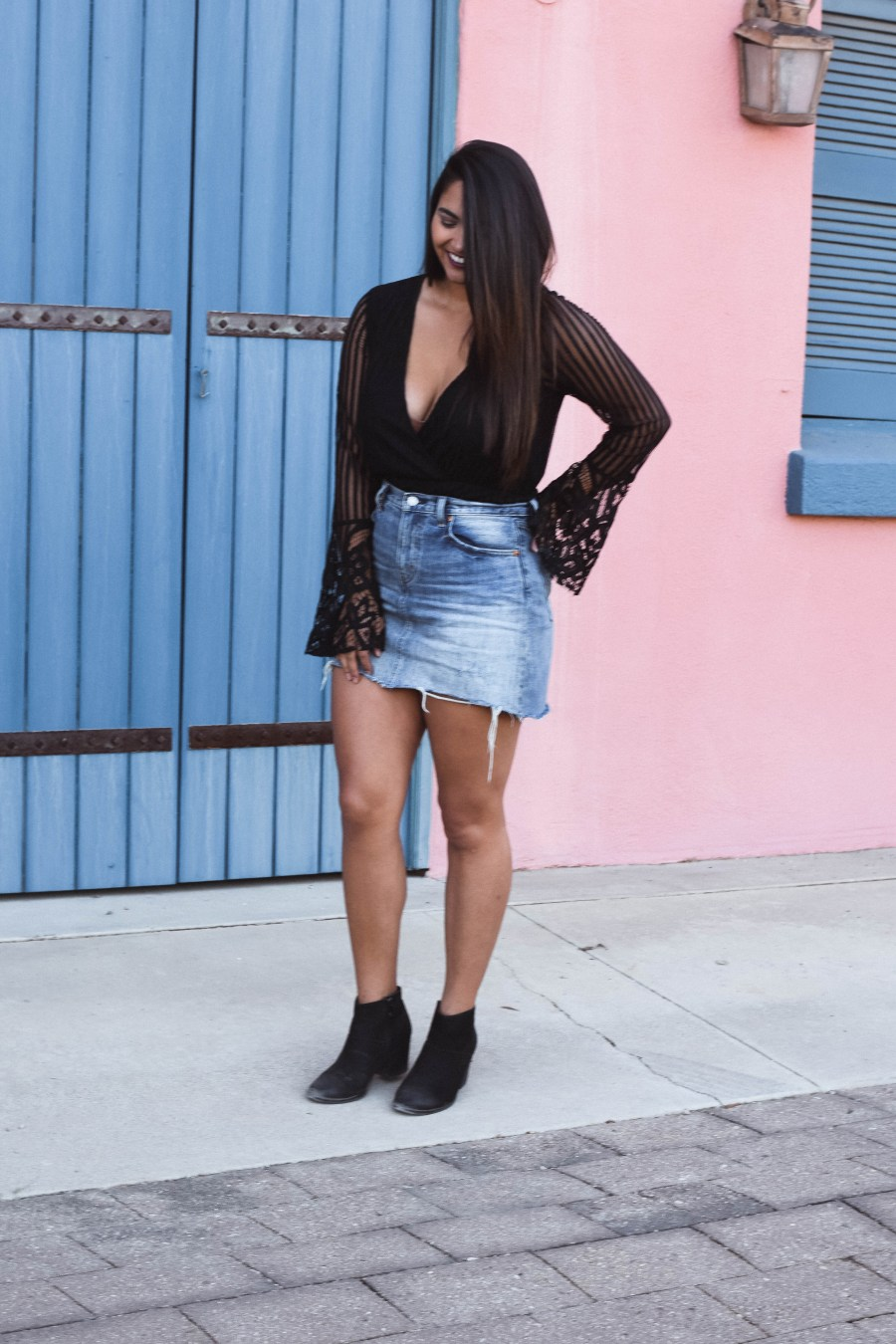 Traveling somewhere a little bit warmer this fall? Check out my tips for fall dressing in warm weather!