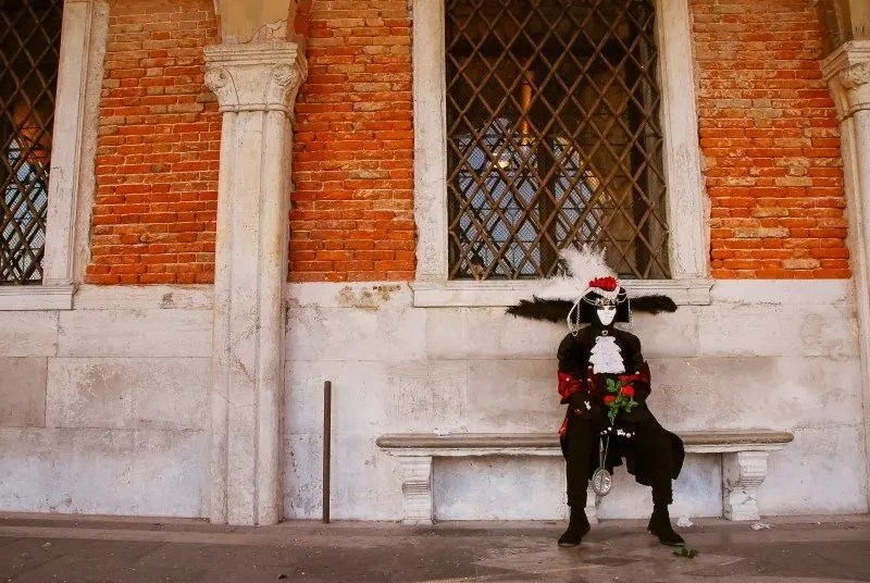 Venice Carnival Photos by The Wandering Lens www.thewanderinglens.com