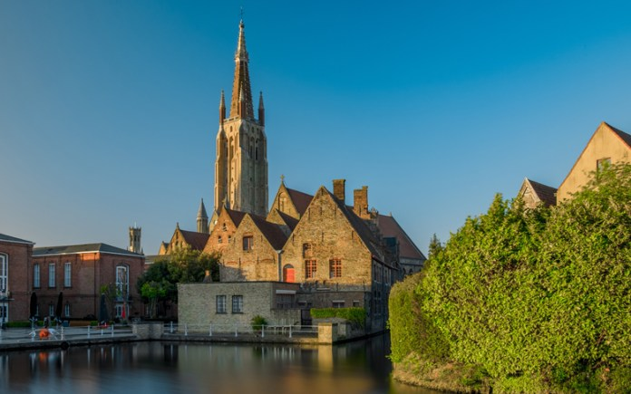 this urban center is one of the greatest European attractions, since it keeps the structures intact. Like Amsterdam, Gothenburg and Hamburg, among others, Bruges is known as