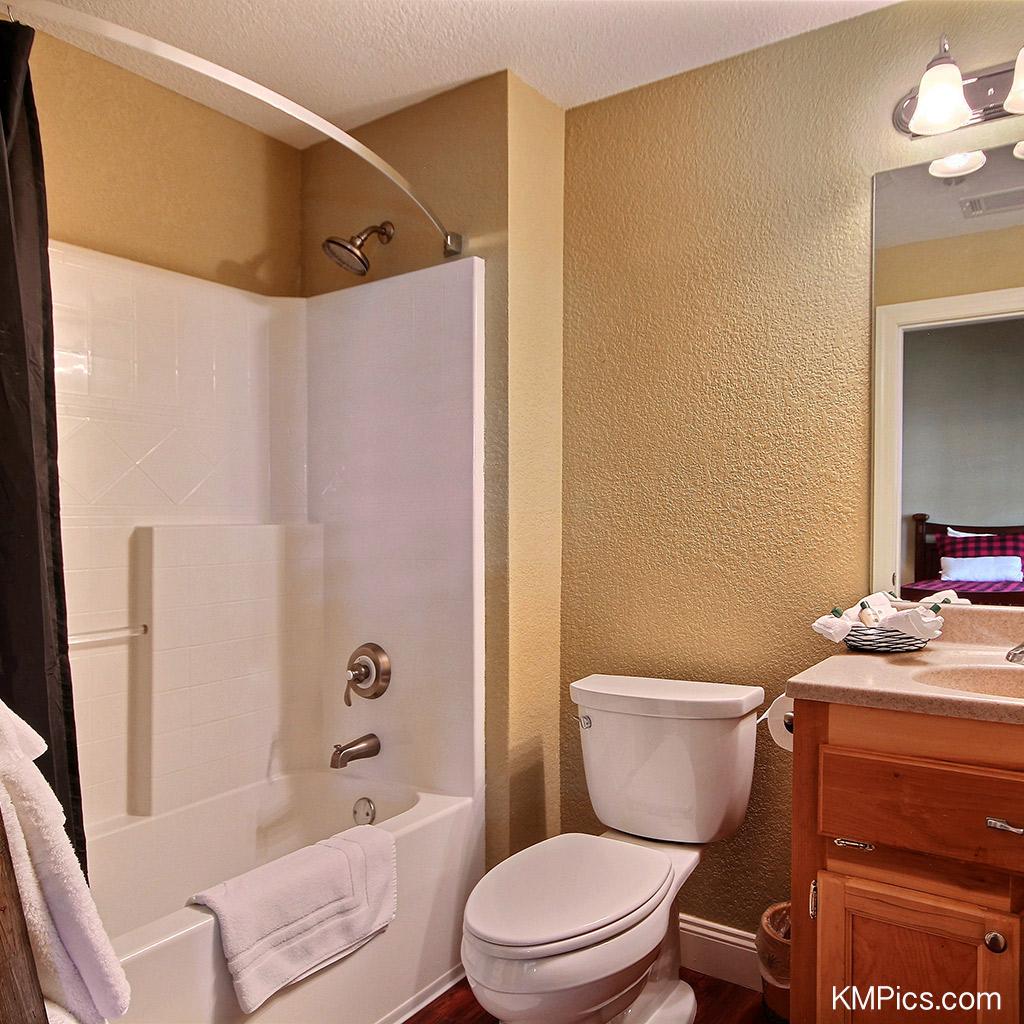 Lodgeroom-bathroom
