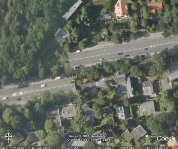 google earth: offset road in berlin, germany (zoom)