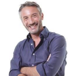 Vincenzo Venuto, biologo e protagonista di programmi tv sulla natura, accompagnerà i viaggiatori in Namibia.