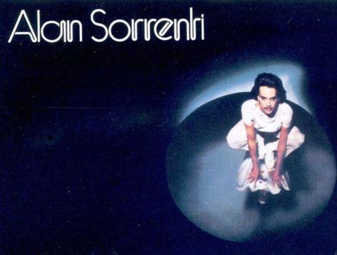 Tra Anna Oxa e Bee Gees arrivò nel 1977 in classifica questo disco. Rimasto nella storia per Alan Sorrenti.