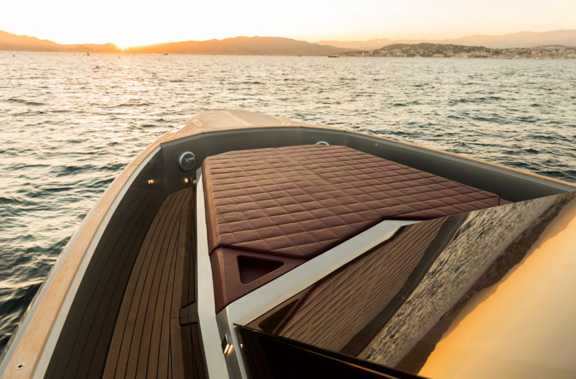 evo yacht exterior the way magazine (7)