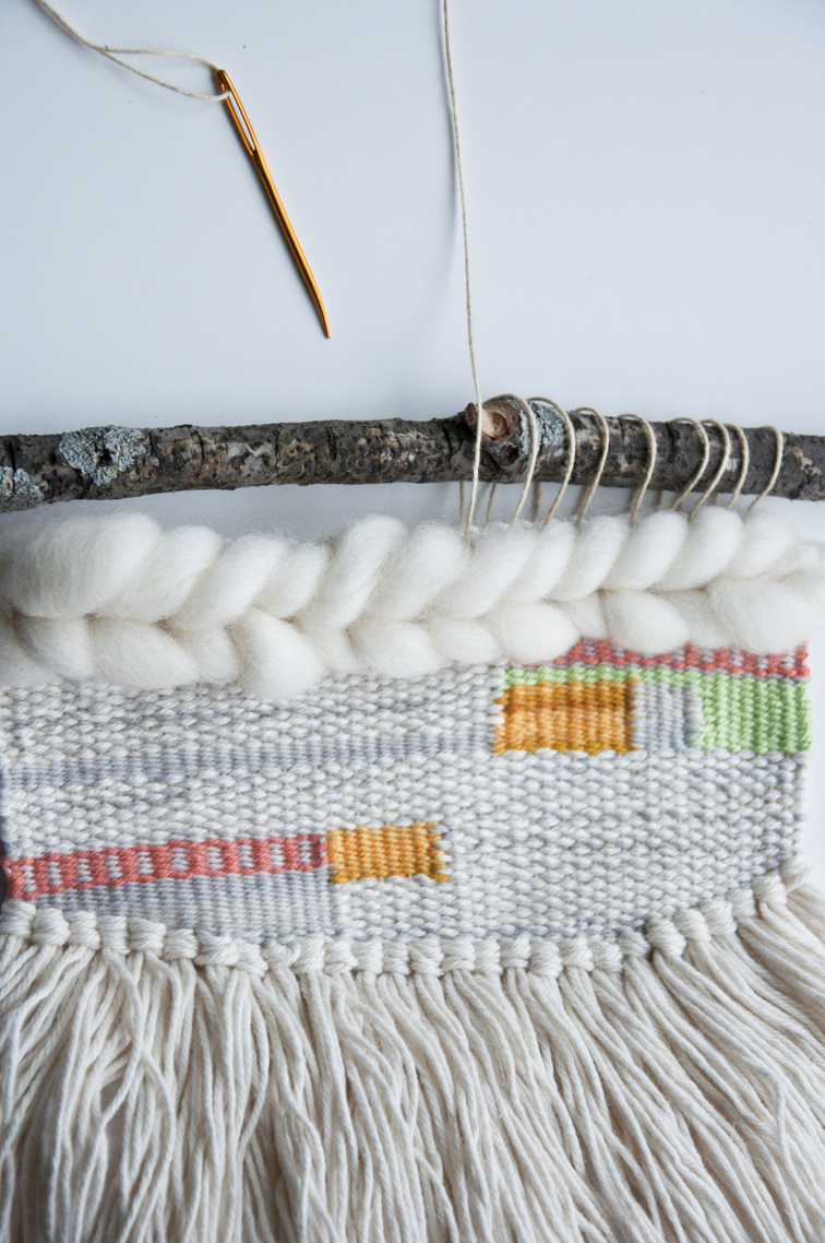 How to hang a weave with an odd number of warps