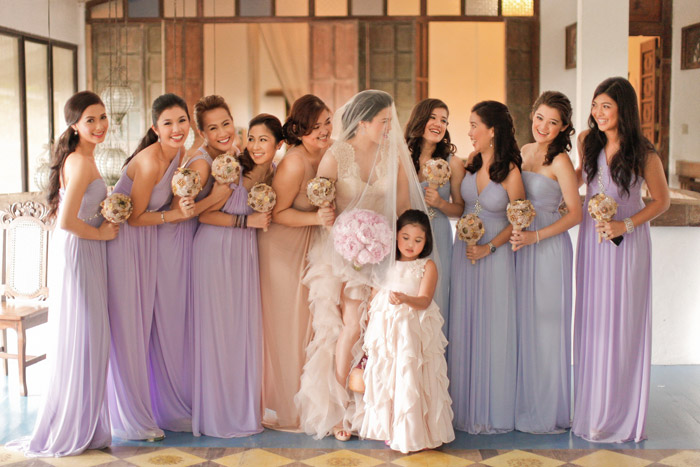 Bridesmaids looking stunning in tones of lilac and lavender. Photography by MangoRed. www.theweddingnotebook.com