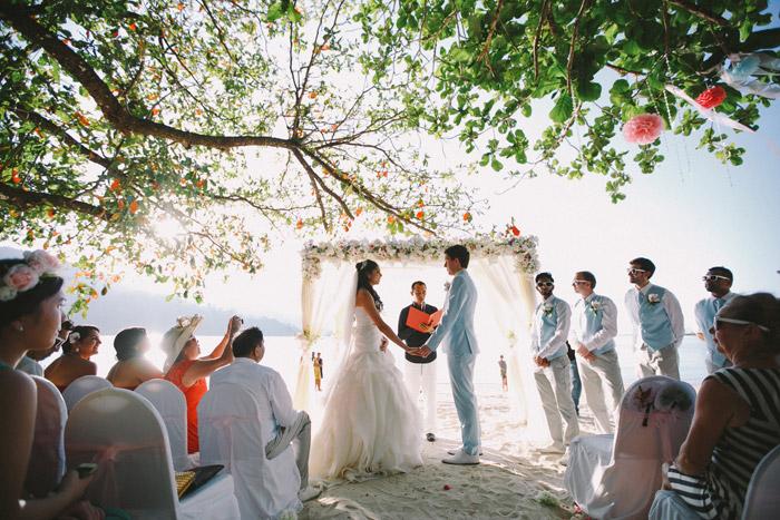 Andaman Langkawi Beach Wedding. Photo by Fabulous Moments. www.theweddingnotebook.com