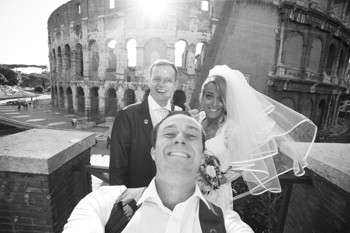 Selfies: A New Era In Wedding Day Photography. Photo by Artur Jakutsevich. www.theweddingnotebook.com