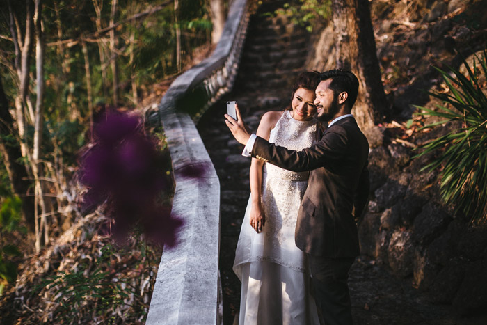 Selfies: A New Era In Wedding Day Photography. Photo by Funky Dali. www.theweddingnotebook.com
