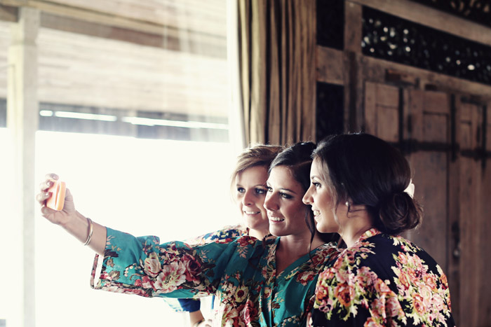Selfies: A New Era In Wedding Day Photography. Photo by Axioo. www.theweddingnotebook.com