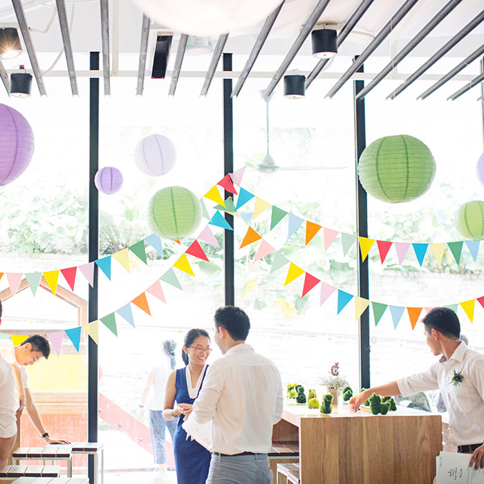 Top 10 Mistakes DIY Brides Make –www.theweddingnotebook.com.  Photo by Ivan Tan Photography