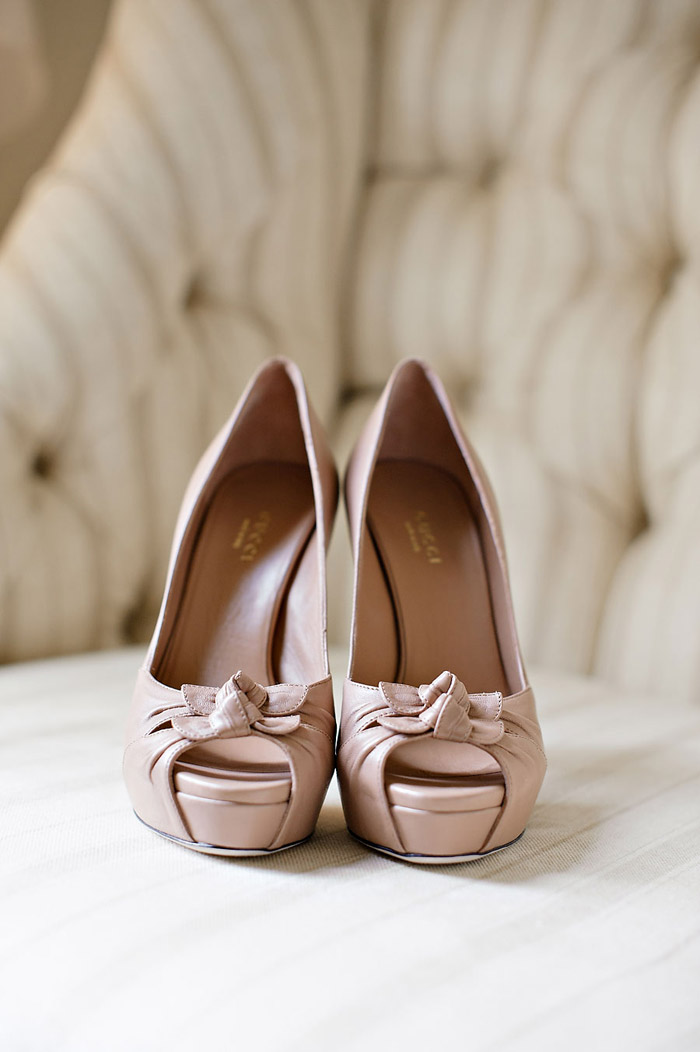 Bridal Shoes by Gucci. Photo by Vero Suh Photography. www.theweddingnotebook.com