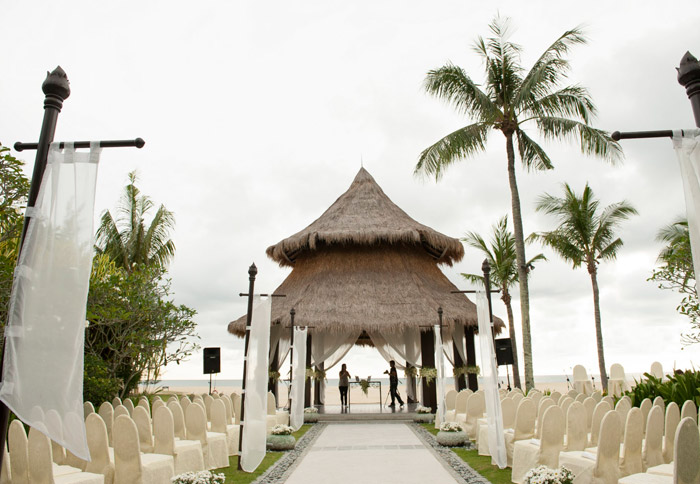 Shangri-la's Rasa Ria Resort, Sabah garden wedding. Photo by Jim Liaw Photography. www.theweddingnotebook.com