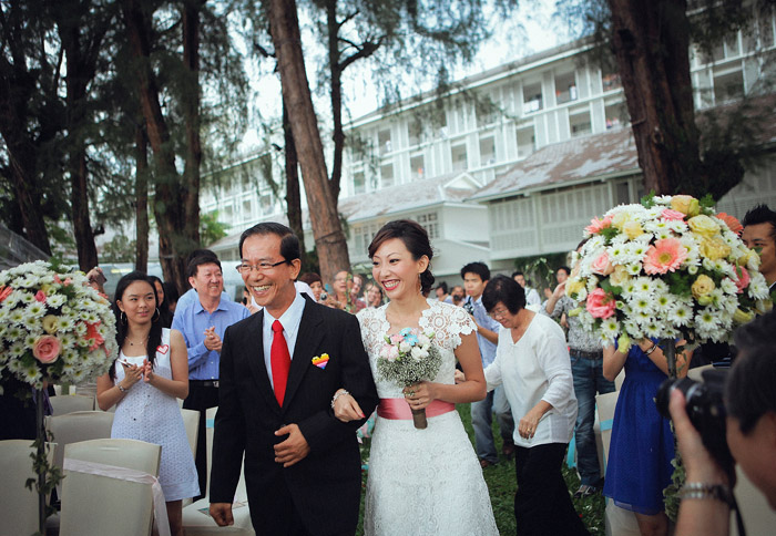 Lone Pine Hotel garden wedding. Photo by FunkyDali Photography. www.theweddingnotebook.com