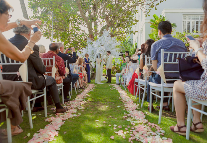 E&O Hotel garden wedding. Photo by Alextan Artworks. www.theweddingnotebook.com