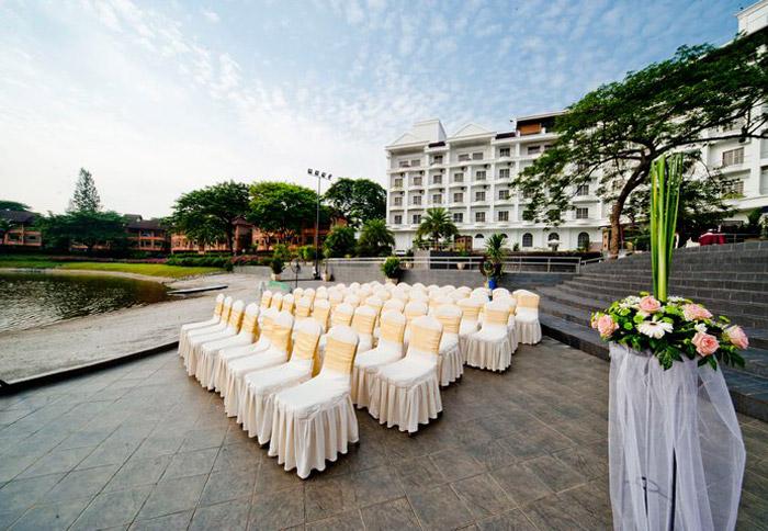 Flamingo Hotel Kuala Lumpur garden wedding. www.theweddingnotebook.com