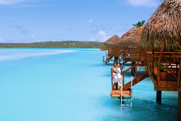 20 Honeymoon Ideas – Aitutaki Lagoon Resort & Spa. www.theweddingnotebook.com