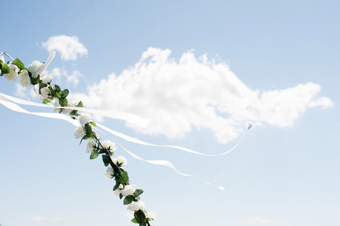Photo by Tealily Photography. www.theweddingnotebook.com