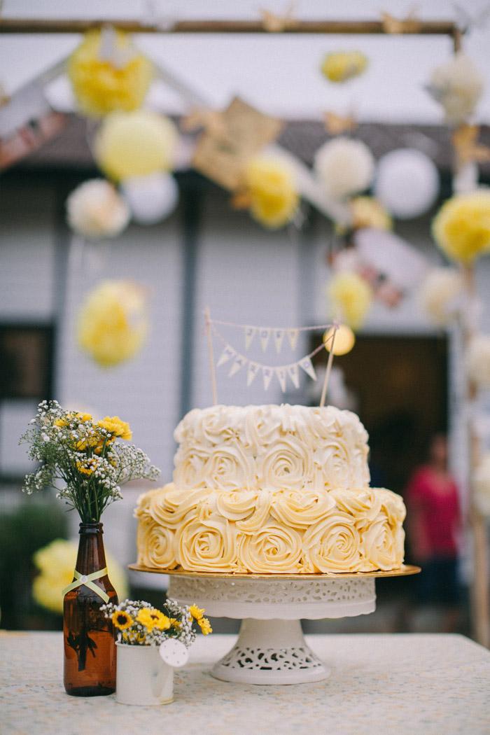 Yellow wedding cake. Photo by Memoir Click Studio. Event Styling by Yean. www.theweddingnotebook.com