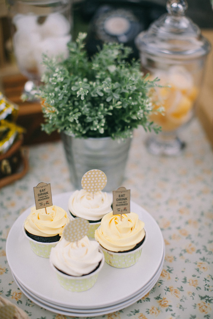 Yellow themed wedding. Photo by Memoir Click Studio. Event Styling by Yean. www.theweddingnotebook.com
