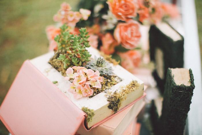 Photo by Daniel Lei Studio. www.theweddingnotebook.com