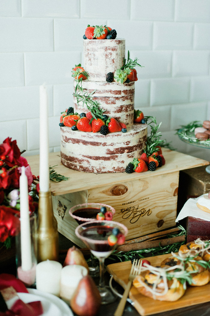 Naked cake. Photo by Inlight Photos. www.theweddingnotebook.com