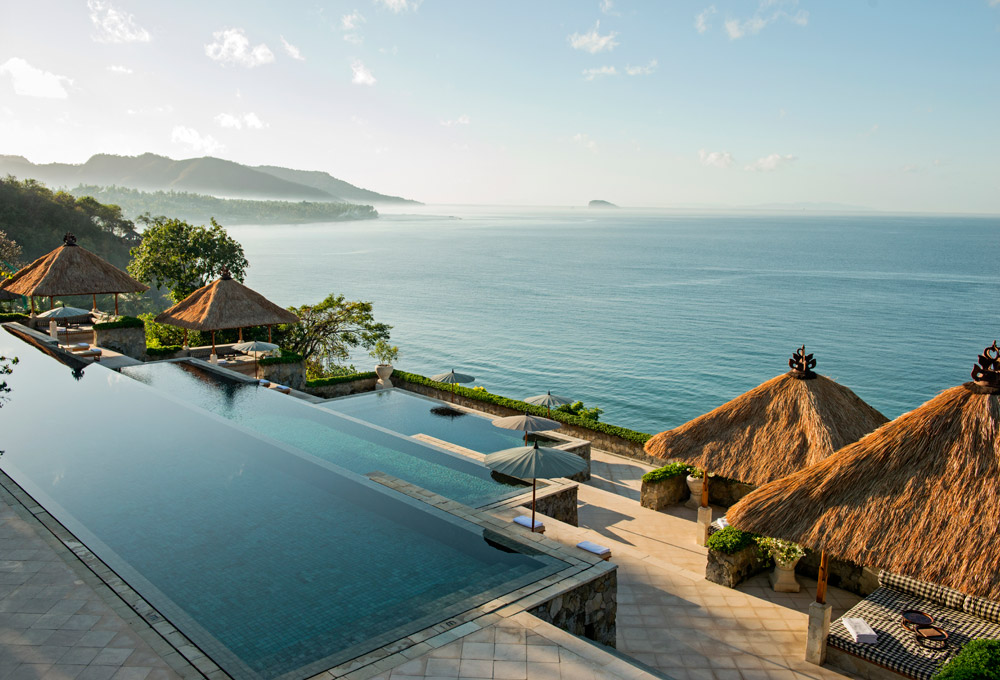 Amankila, Bali. Luxury Honeymoon Resorts in Southeast Asia. www.theweddingnotebook.com