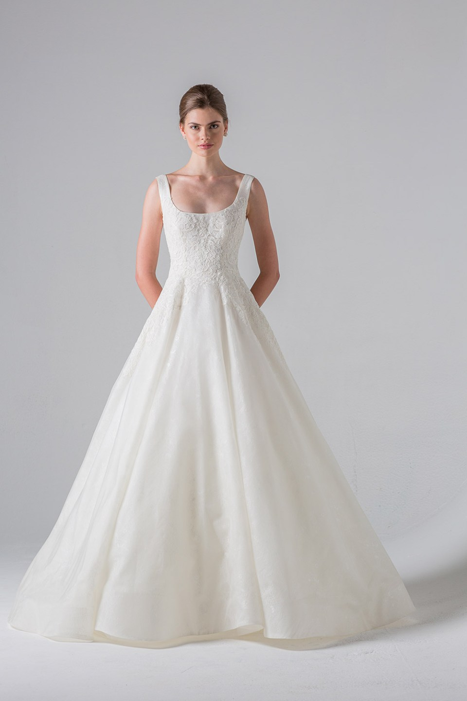 Monceau - Anne Barge Couture Spring 2016 Collection. www.theweddingnotebook.com