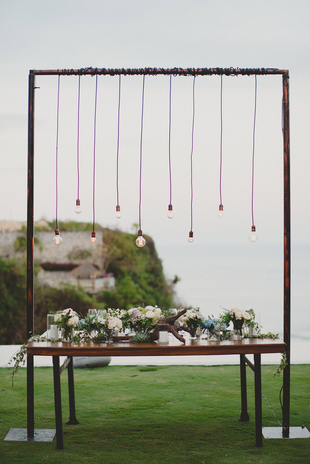 Destination wedding in Bali. Photo by Terralogical. www.theweddingnotebook.com