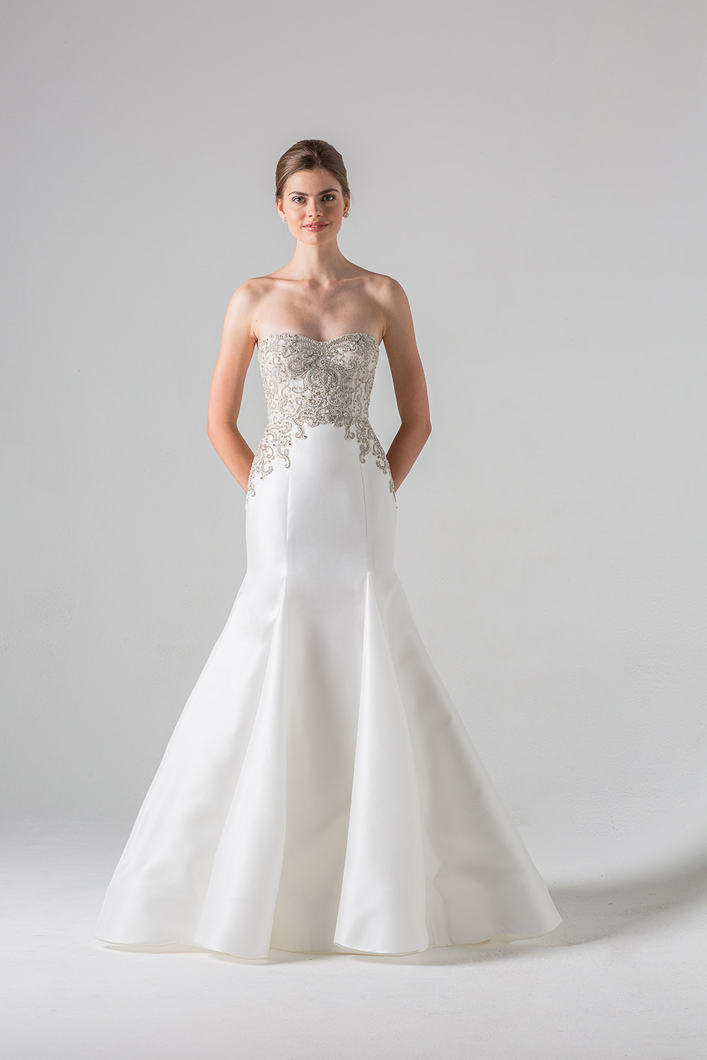 Lourdes - Anne Barge Black Label Fall 2016 Collection. www.theweddingnotebook.com