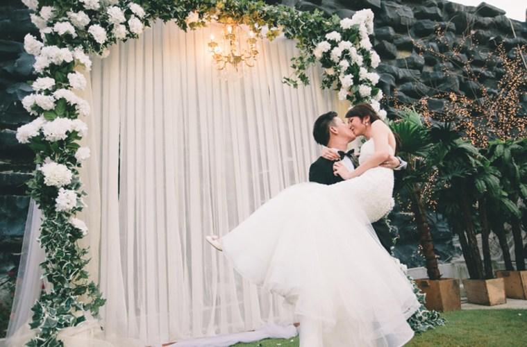Photo by Iyao Photography. www.theweddingnotebook.com