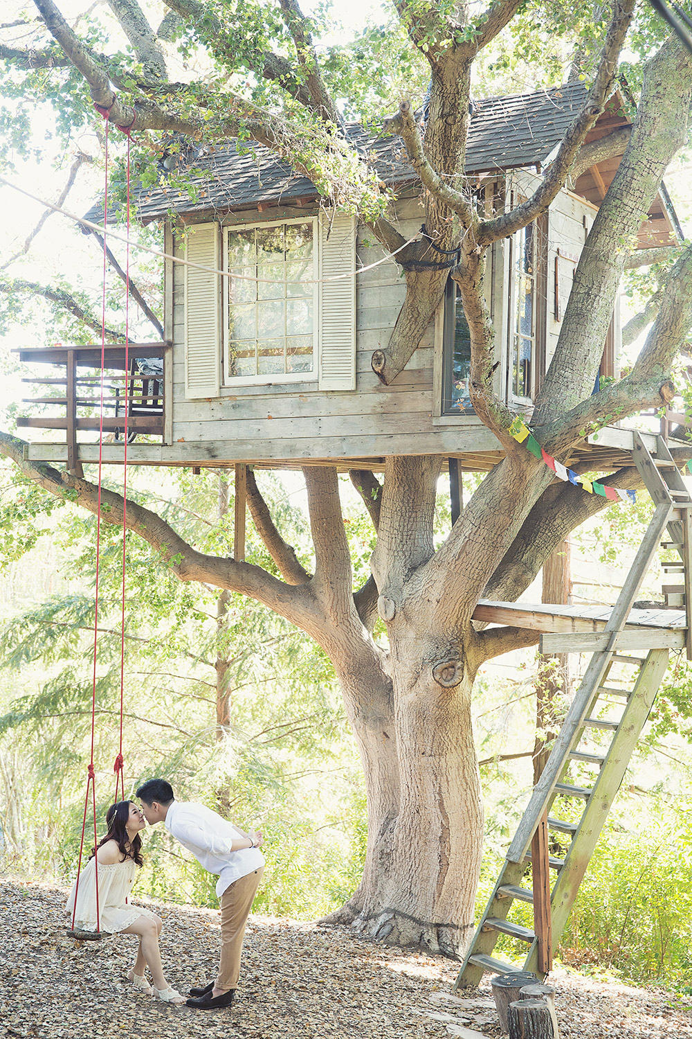 Romantic tree house. Photo by Axioo. www.theweddingnotebook.com