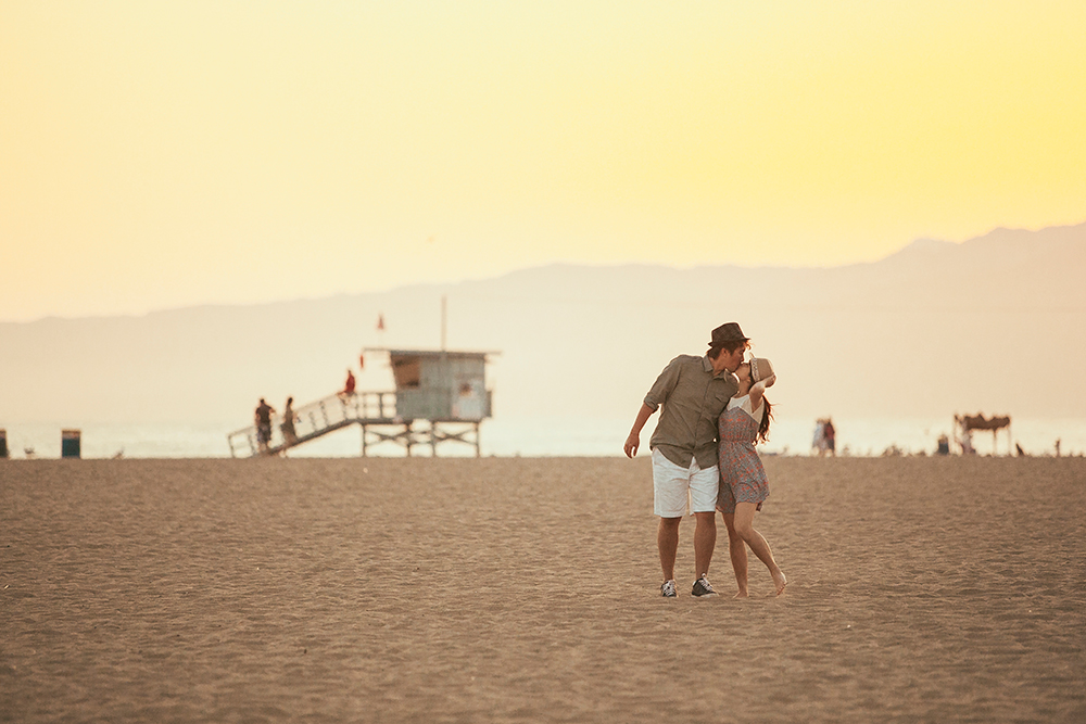 DIY Wedding Photoshoot, Santa Monica State Beach, California, USA. www.theweddingnotebook.com