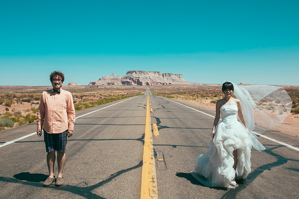 DIY Wedding Photoshoot, Mojave Desert, Las Vegas, USA. www.theweddingnotebook.com