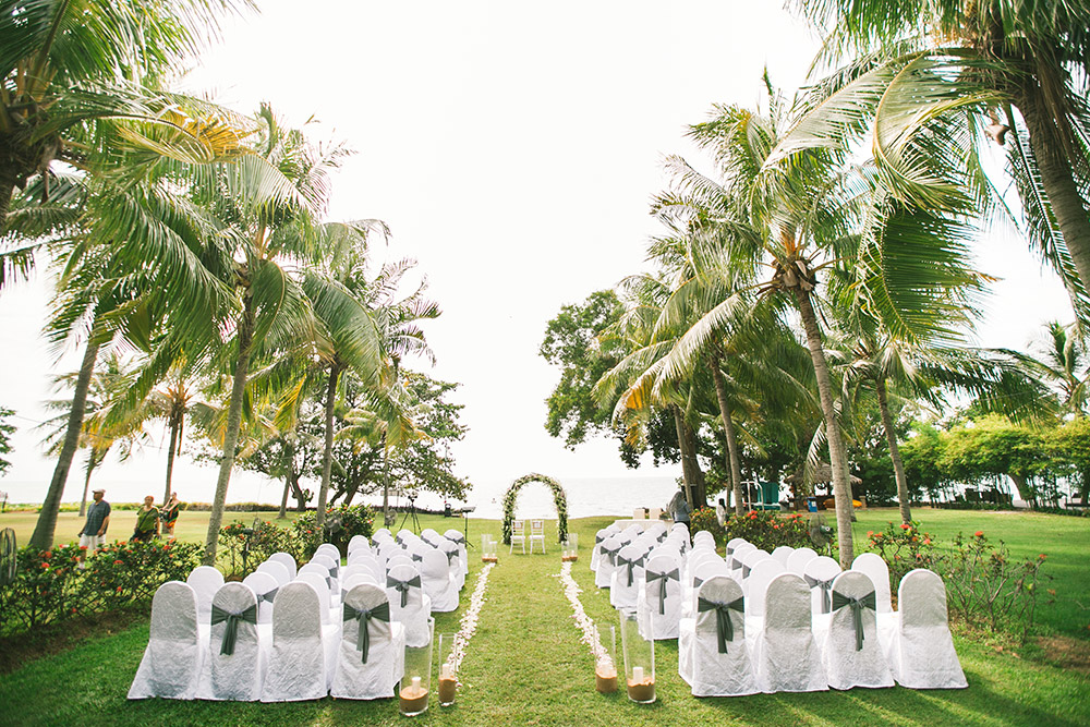 Garden wedding at Thistle Port Dickson Resort. Munkeat Photography. www.theweddingnotebook.com